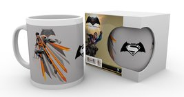 MG1476 BATMAN V SUPERMAN eyes