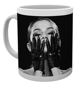 Mg2414-selena-gomez-black-mug