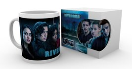 Mg3512-riverdale-key-art-cast-product