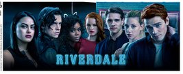 Mg3512-riverdale-key-art-cast