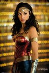FP4880-WONDER-WOMAN-1984-solo.jpg